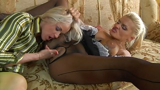 Awesome mistress in green fashion pantyhose shows a maid her lesbian duties videos