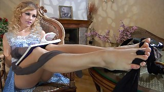 Hot curly-head wraps her black pantyhose around the toes of her yummy feet videos