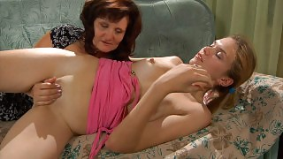 Horny mom seduces a pretty girl with sensual mouth kissing and pussy eating videos
