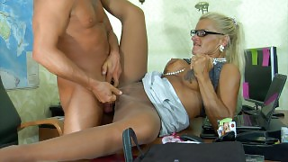 Dumb blonde sec in sleek shiny pantyhose servicing her boss in the office videos