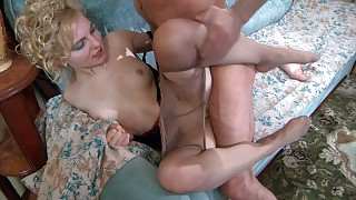 Eye-catching blonde getting leg worshipped and dicked by a pantyhose freak videos