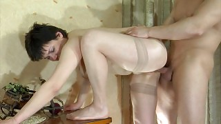 Oversexed mom gets all wet after muff-diving and aches for deep penetration videos