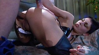 Heated chick shows her oral skills while asking a handyman for ass-banging videos