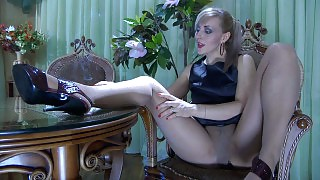 Dazzling chick in lacy pantyhose wakes up and enjoys morning pantyhose play videos
