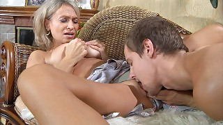 Horny boy gives a milf a relaxing massage and spreads her legs for a fuck videos