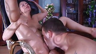 Experienced mom servicing a muscle stud with her open mouth and her pussy videos